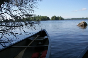 canoe-on-still-water-1358038-m
